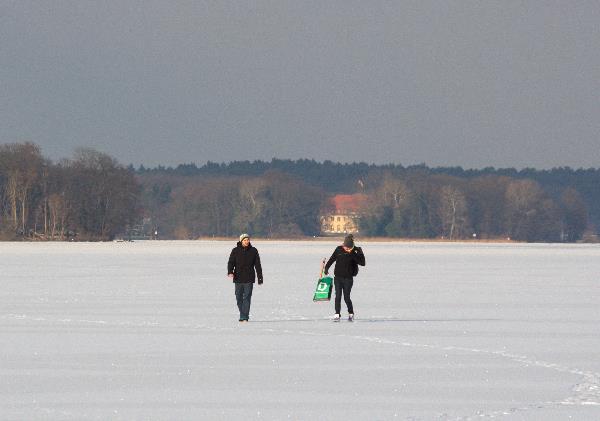 Spaziergänger  auf dem Tegeler See