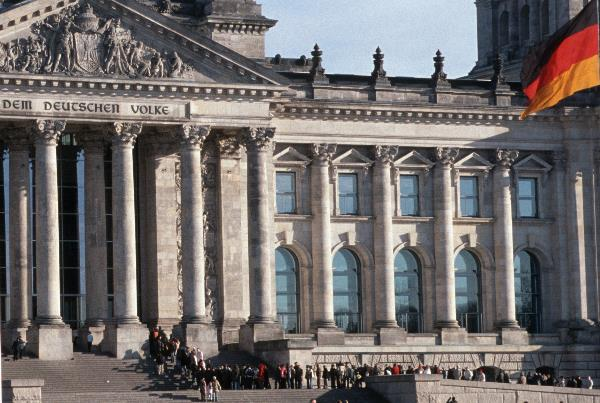 Besucher - Warteschlange am Reichstag