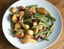 Bratkartoffeln, Bohnen und Speck