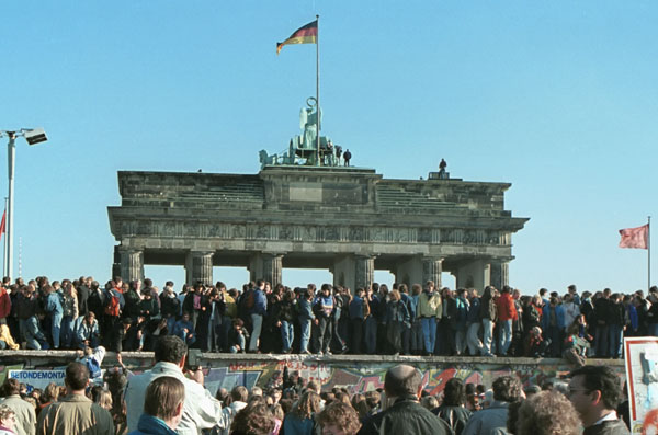 Berliner Mauer vor dem Brandenburger Tor. 10. 11. 1989 - Foto: Thomas Gade