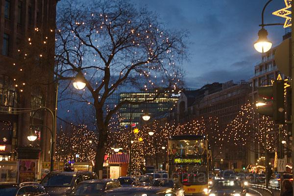 19. 12. 2016. Berlin. Charlottenburg. Weihnachtsmarkt rund um die Kaiser-Wilhelm-Gedächtniskirche