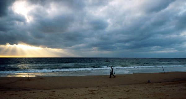 November 2000. Spanien. Andalusien. Zahara de los Atunes an der Atlantikkueste. Sonnenuntergang am Meer.